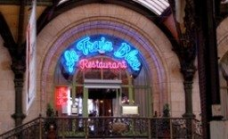 Trainspotting in Paris at Le Train Bleu: Buffet at de la Gare Lyon before you get on board